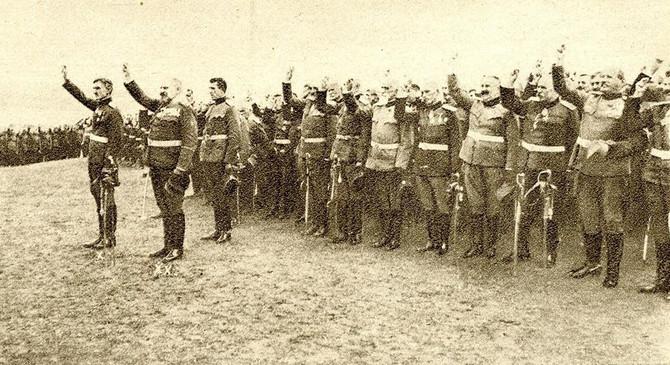 Kraljević Đorđe na čelu oficira u trenutku polaganja zakletve novom kralju - kralju Aleksandru