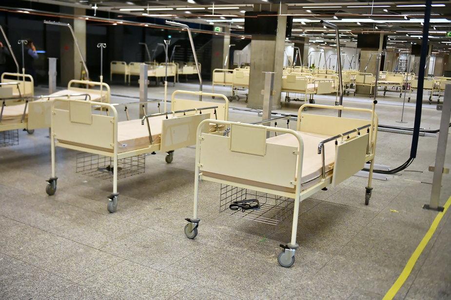 Budowa szpitala polowego na PGE Narodowym