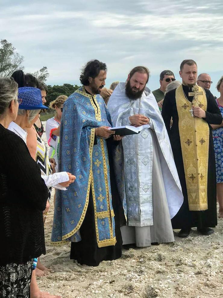 Saša Đurđević (plavoj odori) pred početak trke za Časni krst na Bogojavljenje na Floridi
