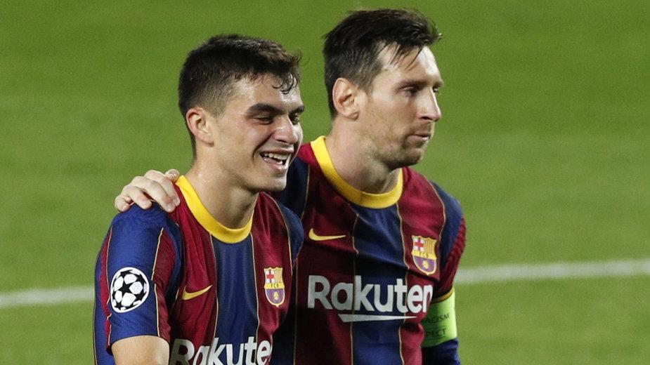 Pedri (z lewej) z Leo Messim w meczu FC Barcelona – Ferencvaros (5:1)