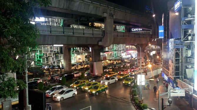 Na ulicama Bangkoka u svako doba dana je gužva