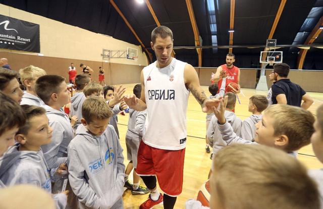 Stefan Jović sa polaznicima kampa