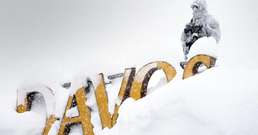 Światowe Forum Ekonomiczne odbywa się w Davos - najwyżej położonym mieście w Europie. Zmaga się nie tylko z koniecznością ochrony głów państw w trakcie szczytu, ale i... opadami śniegu