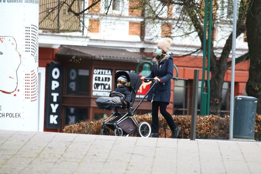 Marta Kaczyńska na spacerze z synkiem