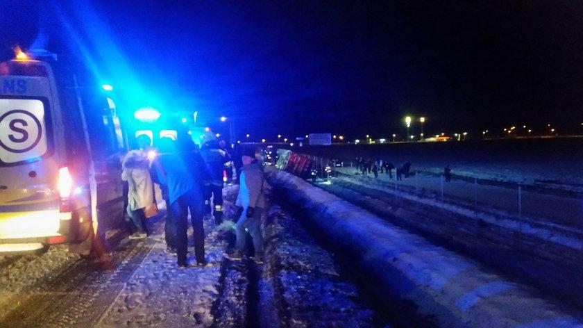 Garwolin. Autobus z 48 pasażerami wypadł z obwodnicy. Są ranni