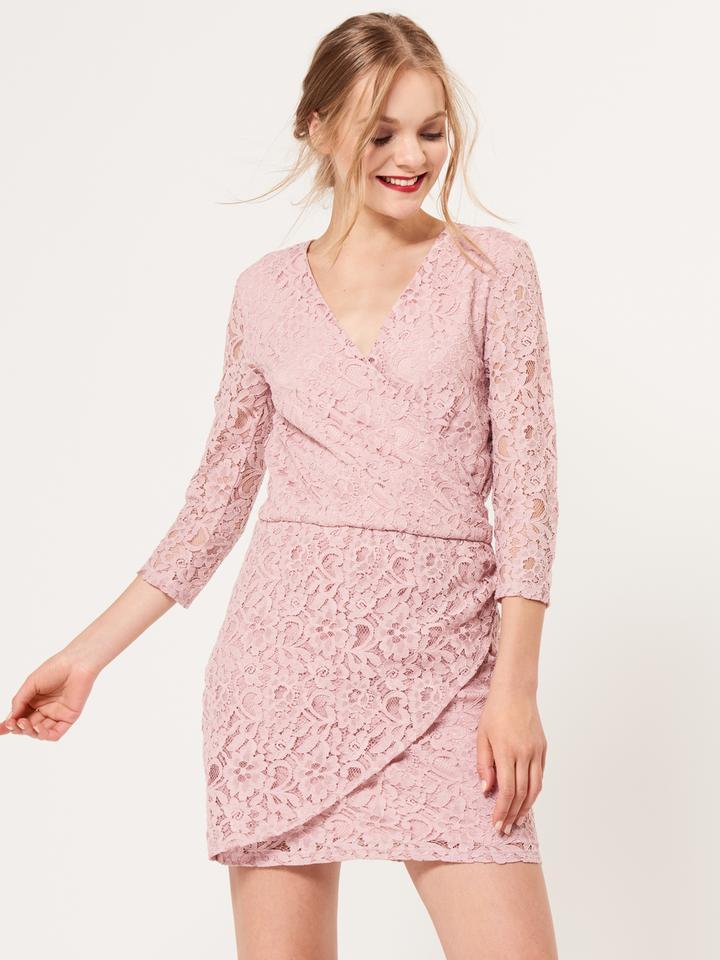 Koronkowa sukienka z kopertowym dekoltem
