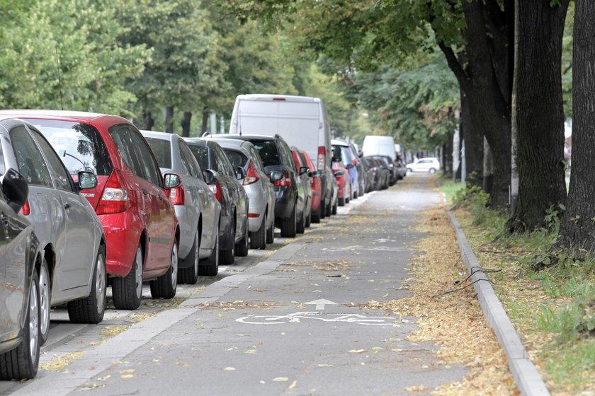 Ostatnio także ubyło kolejnych miejsc parkingowych