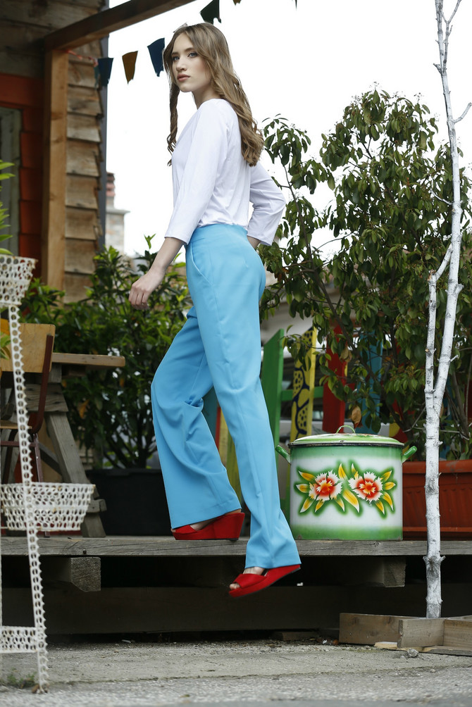 """Majica """"Pro piu grande"""", 850 din, pantalone AMC, 5.590 din, sandale """"Metro"""", 2.093 din"""