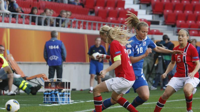 Marit Christensen  (w czerwonym stroju)