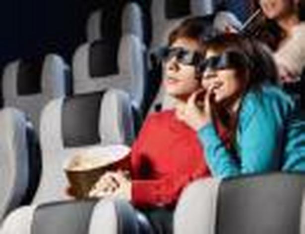 Para ludzi w kinie
