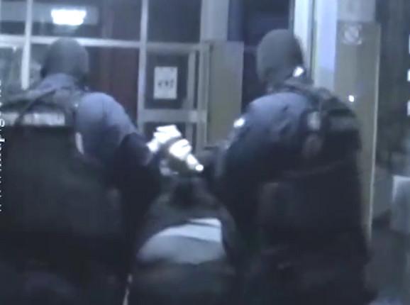 Hapšenje lopova koji su ukrali Feliksovu violinu
