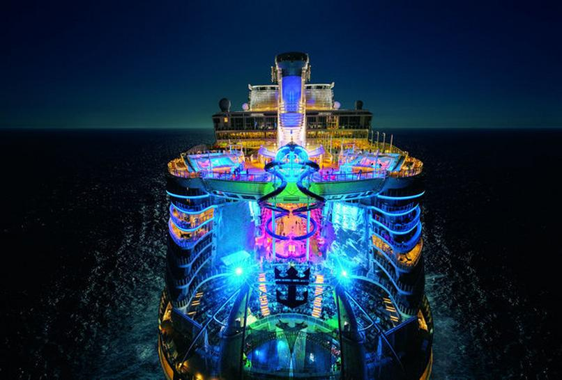 Harmony of the Seas nocą