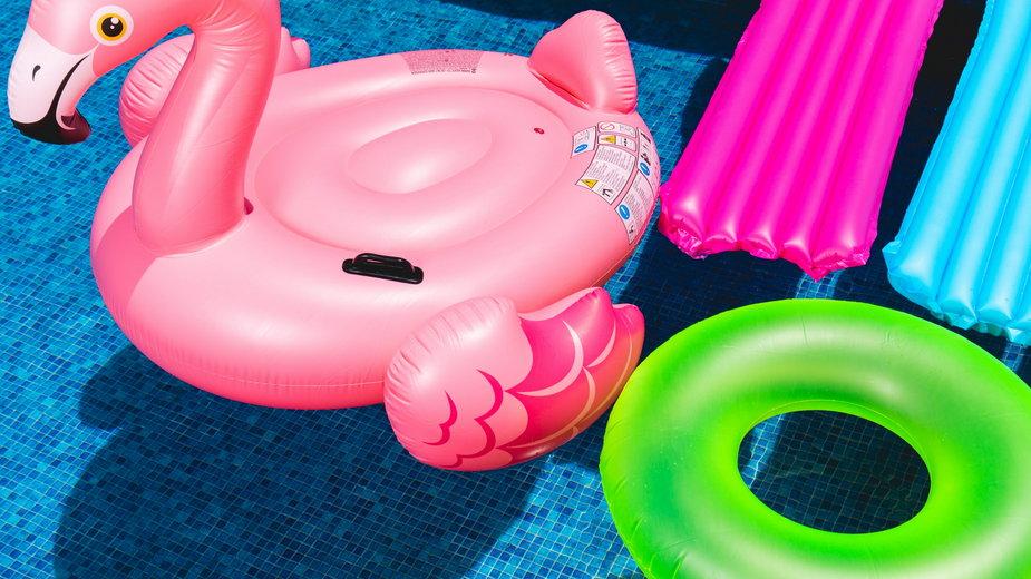Ile naprawdę kosztują dmuchane baseny? Fot. Unsplash / Toni Cuenca