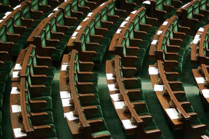 Tylu posłów będzie mieć PO i PiS?