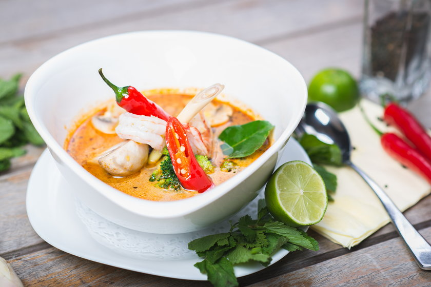 Dodając ją do potraw możemy liczyć na niesamowite doznania kulinarne, ale dopiero fakt, że zawiera kapsaicynę sprawia, że docenimy jej moc w gorące dni.