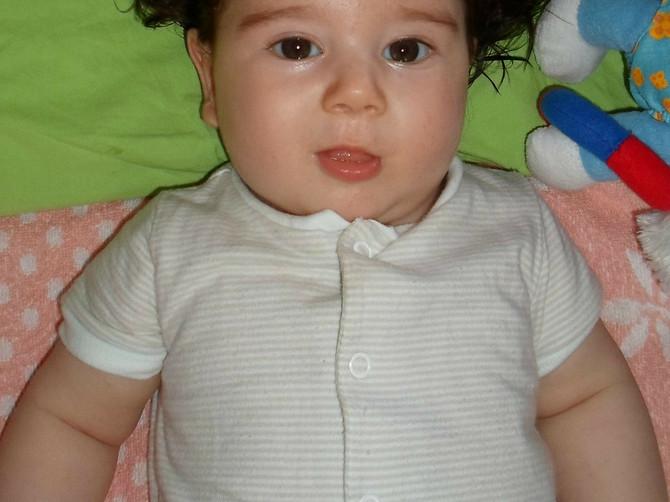Jeleni je doktor na ultrazvuku rekao da će roditi ĆELAVU BEBU, a kad se porodila i videla je, ZGRANULA SE! Pogledajte kako izgleda