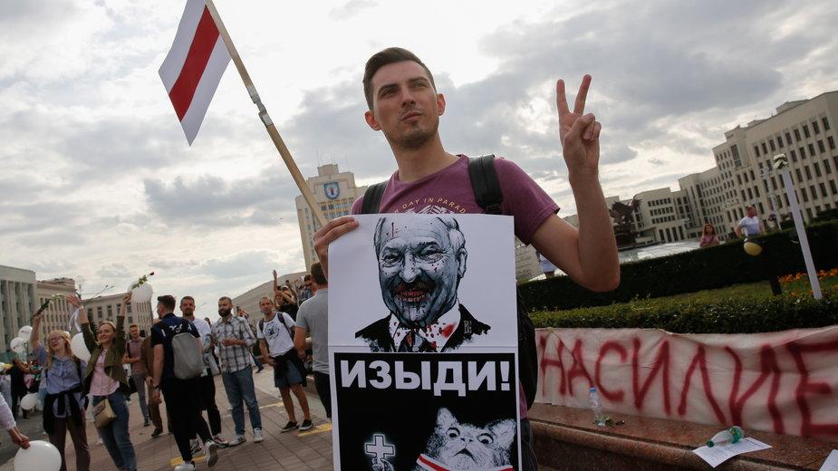 Protestujący mężczyzna w Mińsku, 14.08.2020