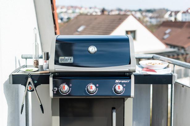 """Korzystanie z grill na balkonie jest możliwe jeśli powierzchnia należy do części składowych mieszkania href=""""http://www.shutterstock.com/gallery-501652p1.html?cr=00&pl=edit-00"""">Frank Gaertner / Shutterstock.com"""