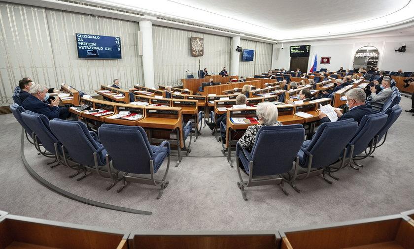 Zaskakujący wynik głosowania nad Funduszem Odbudowy w Senacie.