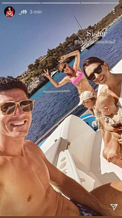 Robert Lewandowski mostró una foto de vacaciones con su hermana
