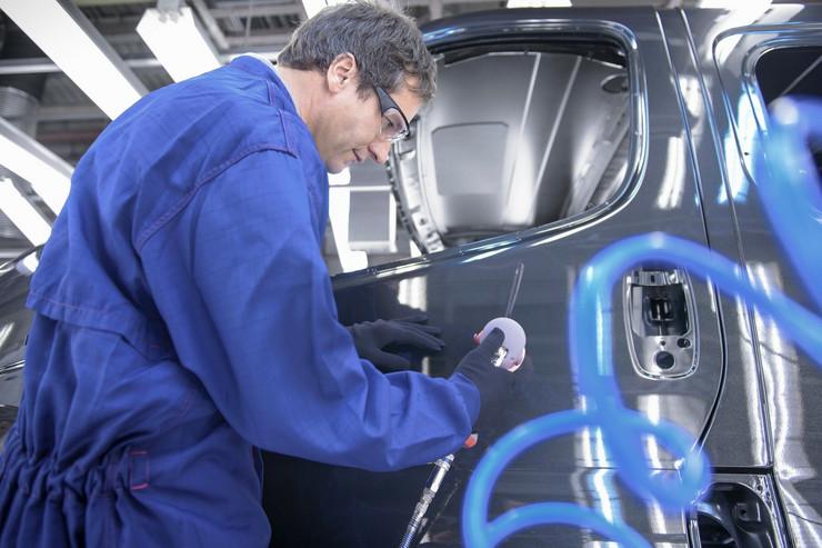 posao sobarica auto industrija radnici