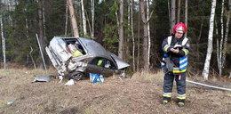 Opel wypadł z autostrady A4. ZDJĘCIA