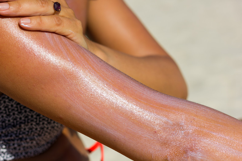 Save your skin from getting hurt by protecting it from sunburn with sunscreen [Harvard Health]