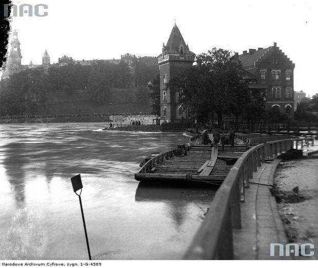 Galary przy nadbrzeżu na Wiśle w okolicy Wawelu, Kraków 1926 r.