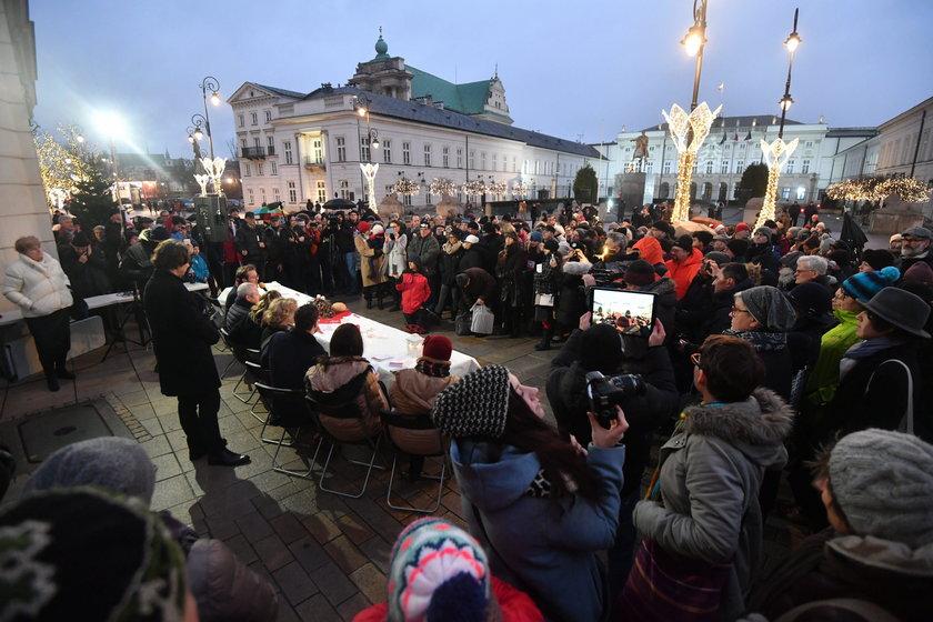 Kolejny protest pod Pałacem Prezydenckim