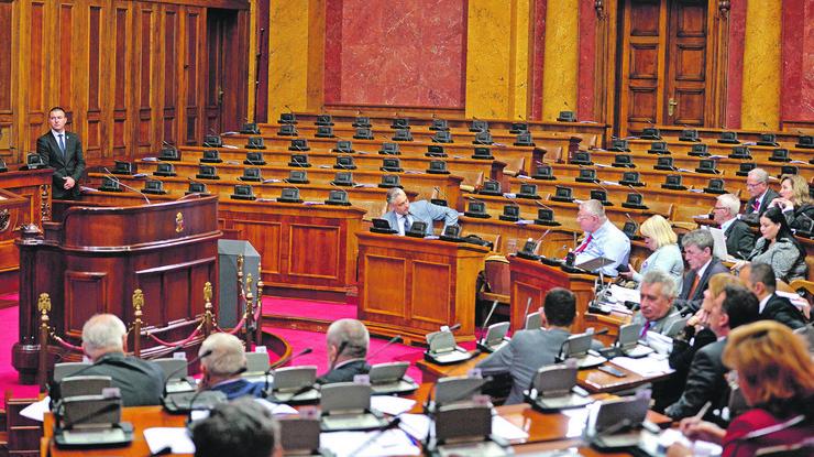 Skupštinske klupe jednog dela opozicije prazne već mesecima