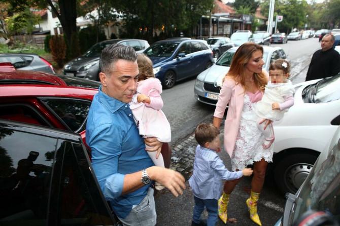 Jovana i Željko sa ćerkicama