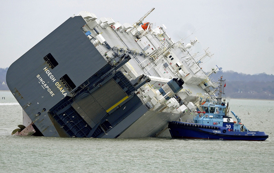 BRITAIN CARGO SHIP ACCIDENT (Cargo vessel runs aground off Isle of Wight)