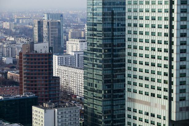 Widok z Pałacu Kultury i Nauki na warszawskie wieżowce. Fot. Bartek Sadowski/Bloomberg