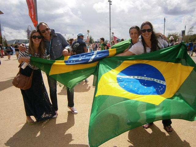 Dušica Tasić sa brazilskim navijačima