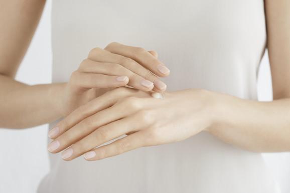 Pantenol ili dekspantenol takođe poboljšava hidrataciju