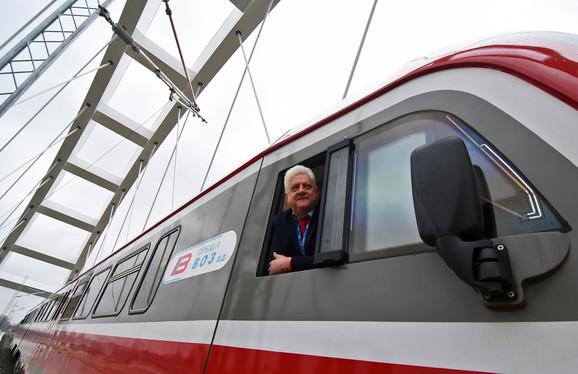 Prelazak vozom preko Žeželjevog mosta