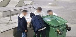 Jeździli koszem na śmieci po skateparku