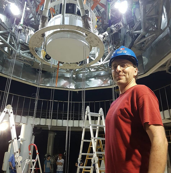 Podnožje FAST teleskopa, dok je zajedno sa kolegama instalirao glavni instrument