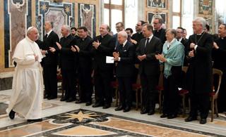 Były generał jezuitów: Papież Franciszek bierze pod uwagę możliwość ustąpienia z urzędu