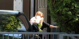 Córka znanego polityka przyjechała z kwiatami do mamy. Co za bukiet!