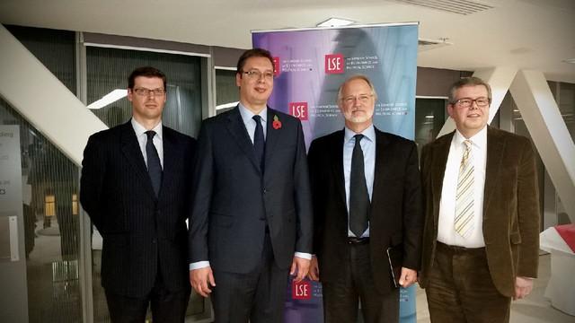 Vučić sa profesorima Londonske škole ekonomije