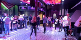 Partyjna impreza w klubie. Na sali 50 osób. Policja była bezradna