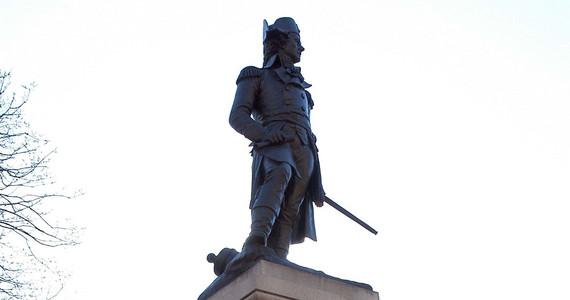 USA. Zamieszki. Pomnik Tadeusza Kościuszki przed Białym Domem ...
