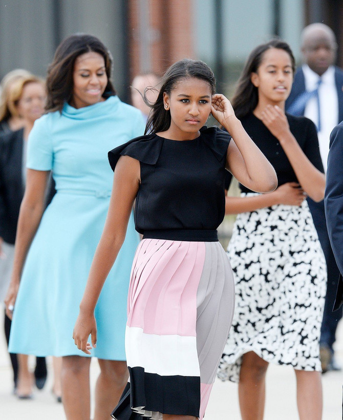 Nataša Saša Obama sa majkom Mišel Obamom i sestrom Malijom
