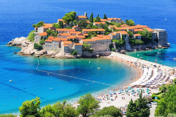 Sveti Stefan To najbardziej rozpoznawalne miasteczko w Czarnogórze. Obecnie całość wyspy ekskluzywny kompleks hotelowy.