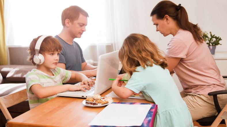 Praca zdalna z dziećmi. Rodzina na home office