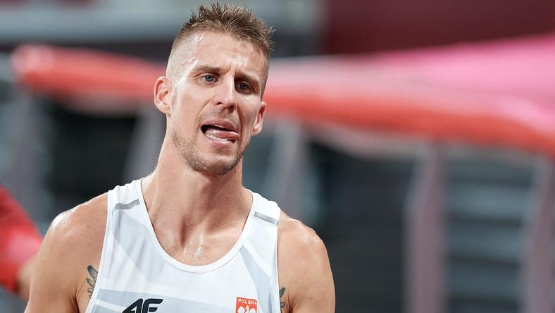 Marcin Lewandowski podczas biegu półfinałowego na 1500 m podczas IO w Tokio