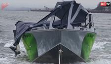 Želeo je da pokaže koliko brzo može da ide njegov čamac. Samo PUKOM SREĆOM je izbegao TRAGEDIJU (VIDEO)