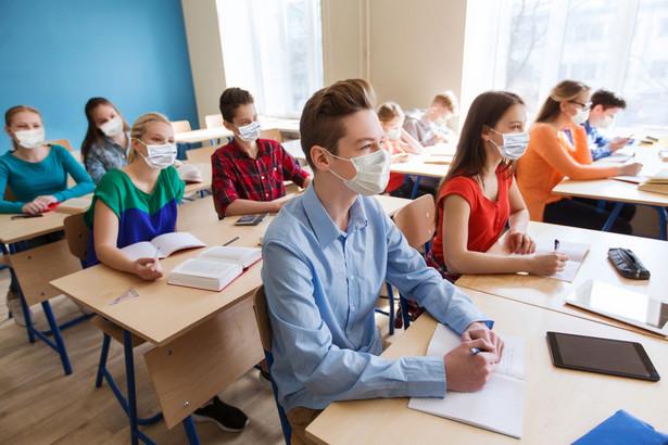 Uczniowie z klas IV-VIII szkół podstawowych i szkół ponadpodstawowych od 26 października uczą się zdalnie.