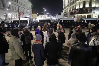 Marsz pamięci ofiar katastrofy smoleńskiej wyruszył w kierunku Pałacu Prezydenckiego